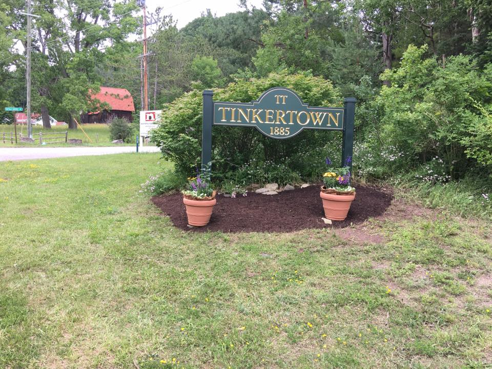 Freshly mulched Tinkertown sign